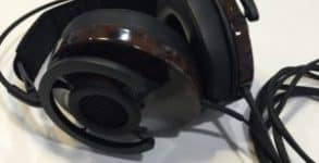 Audioquest-NightHawk-semi-åbne-over-ear-høretelefoner-closeup-300x225