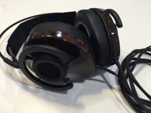 Audioquest NightHawk - semi-åbne over ear høretelefoner closeup