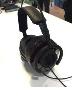 Audioquest NightHawk - semi-åbne over ear høretelefoner set fra siden