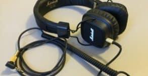 Marshall-Major-II-høretelefoner-på-bord-e1442670781662-300x204
