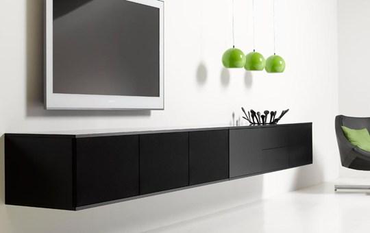 UNNU møbel i kombination med vægbeslag til fladskærm