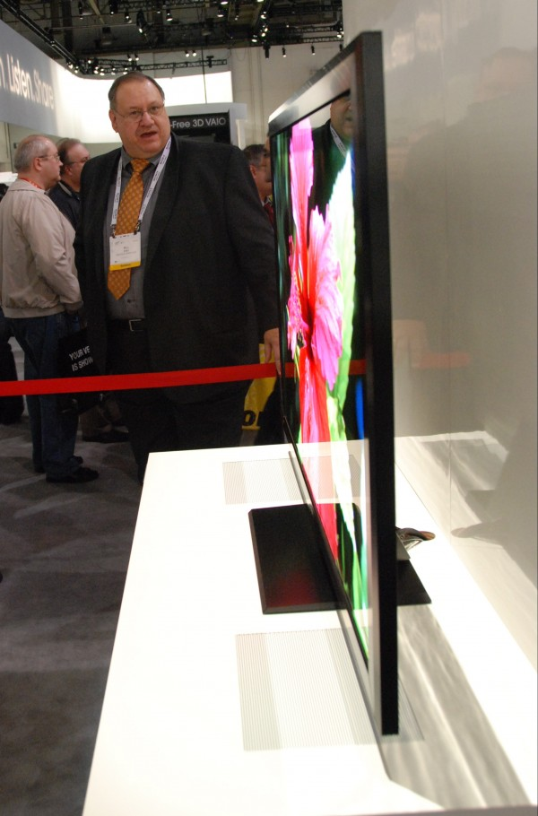 av-blog CES2012 Sony Crystal LED fladskærm set fra siden
